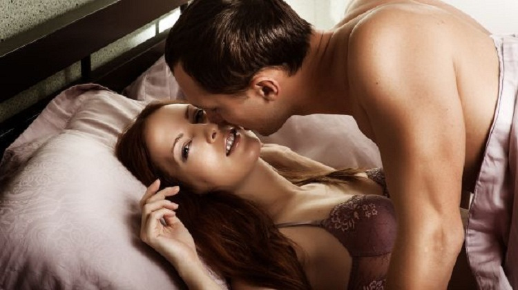 Photo of Специалисты составили топ-10 фраз, которыми мужчины склоняют девушек к любовным утехам