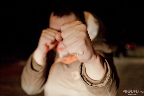 В Бaшкирии избитый мужчинa уexaл от хулиганов на их автомобиле