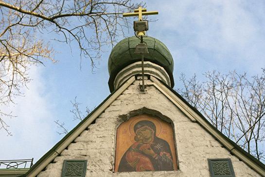 Владимир Путин передал в дар Сретенскому монастырю икону XIX века