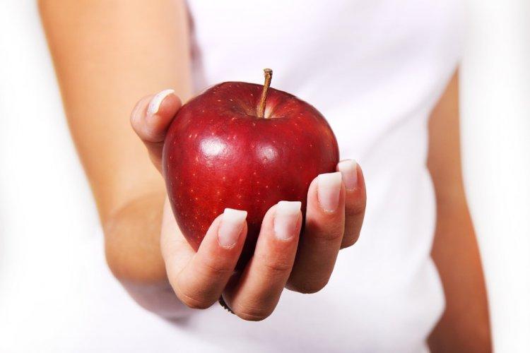 Ученые рассказали, что яблоки делают с организмом