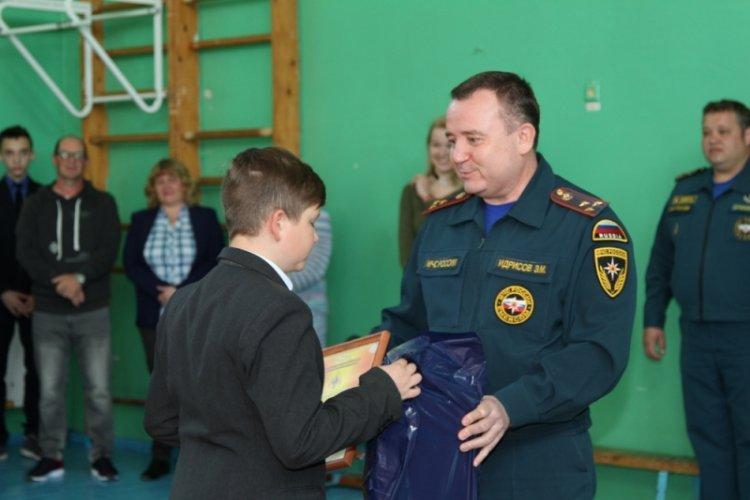 Photo of В Уфе наградили 12-летнего мальчика, который спас человека