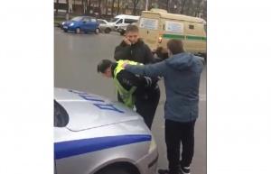 Photo of В Уфе на глазах у прохожих гаишника задержали за взятку