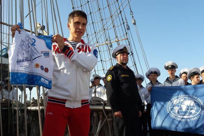 Башкирский олимпиец Алексей Селиверстов принимает ГТО посреди Средиземного моря