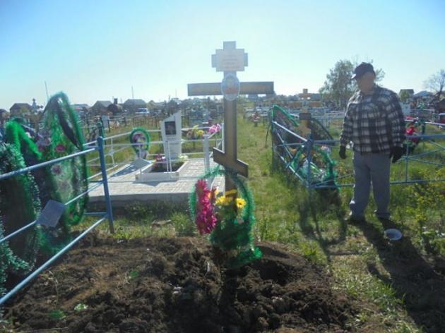 В Башкирии родители разыскивают вандалов, которые выкопали из могилы тело их сына