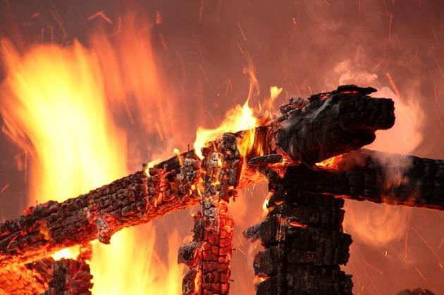 Два дома и летняя кухня сгорели в селе Старосубхангулово в Башкирии