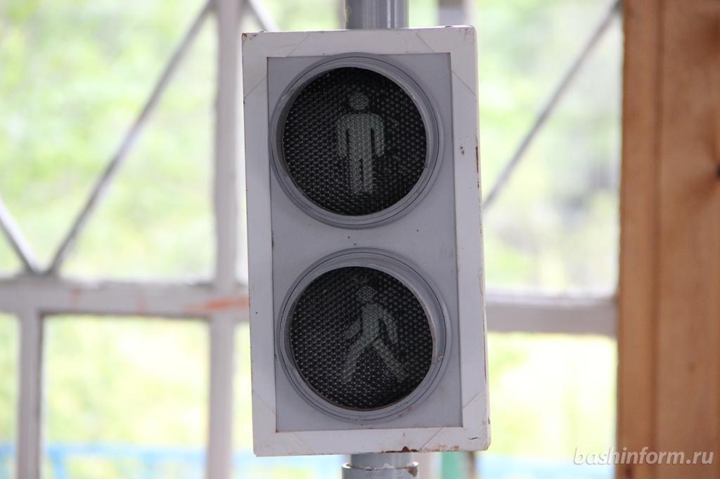 Из-за ремонта электросетей на нескольких перекрестках Уфы временно отключат светофоры