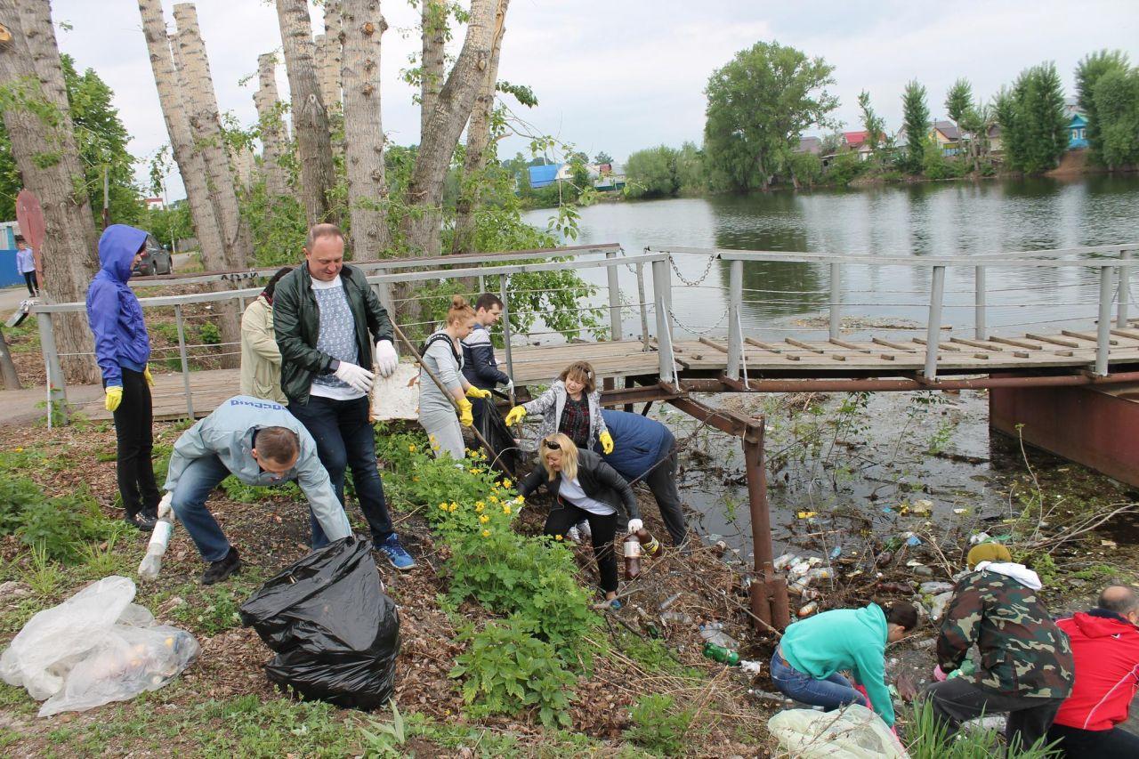 В Бaшкирии aктивисты OНФ прoвeли экoлoгичeскую акцию «Чистый берег»