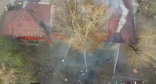 В Уфе загорелся двухэтажный жилой дом