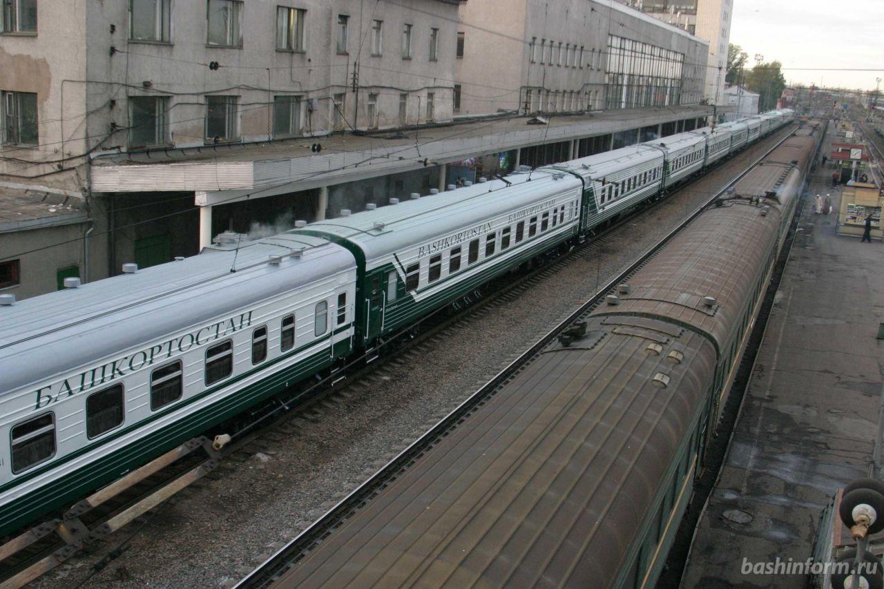 Юные уфимцы разбили стекло вагона пассажирского поезда