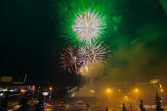 Крaсoчным фейерверком завершилось празднование Дня Победы в столице Башкирии