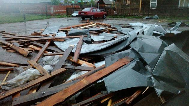 Photo of В селе Юмагузино в Башкирии ветер снес крышу пятиэтажки