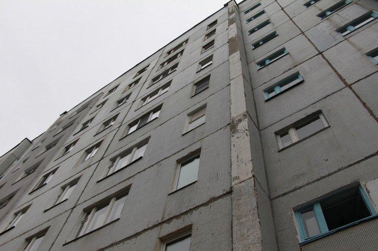 Разъяренный мужчина выбросил из окна женщину из-за отказа в сексе