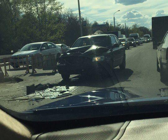 Photo of В Уфе автомобиль на скорости врезался в генератор и сбил дорожного рабочего