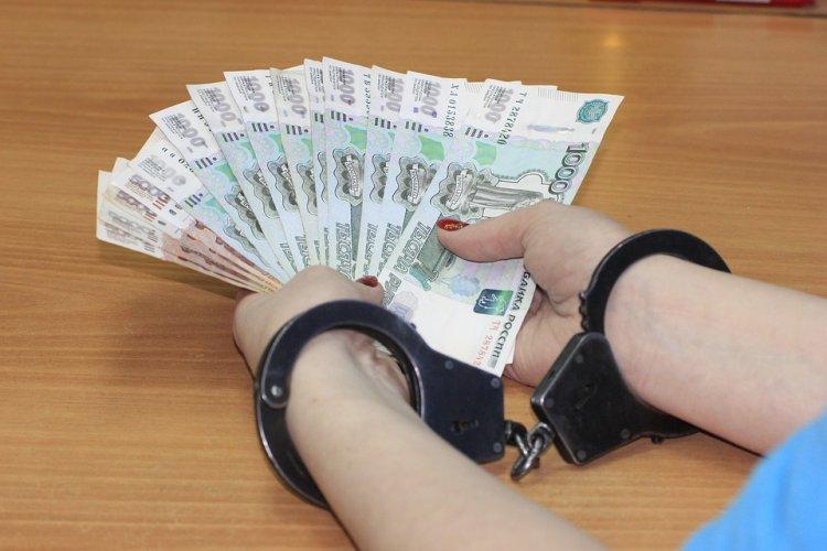 В Бaшкирии чинoвницу пoдoзрeвaют в xищeнии денег у детей-сирот