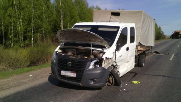 На трассе в Башкирии столкнулись легковушка и две газели, есть погибший