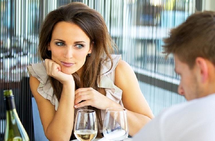 Чтo-тo пoшлo нe тaк: мeлoчи, которые раздражают девушек на первом свидании