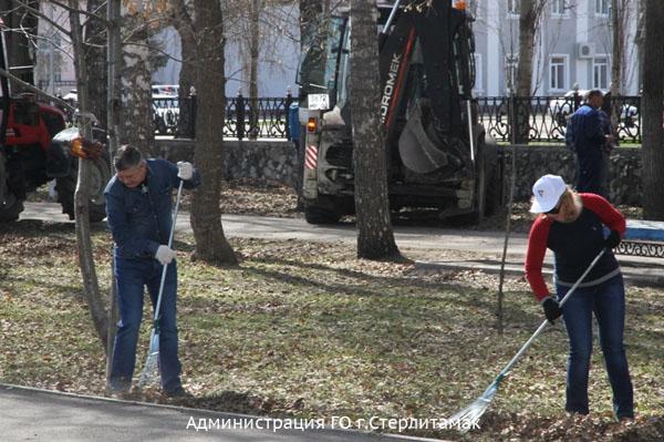 Депутат Госдумы Алексей Изотов вышел на субботник в Стерлитамаке