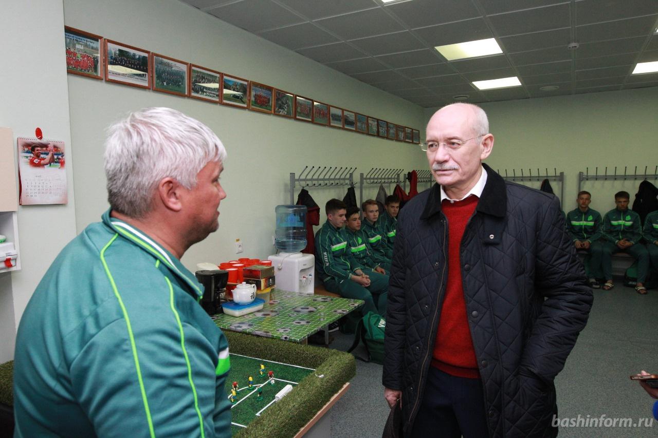Photo of Рустэм Хамитов посетил спортивные объекты футбольного клуба «Уфа»