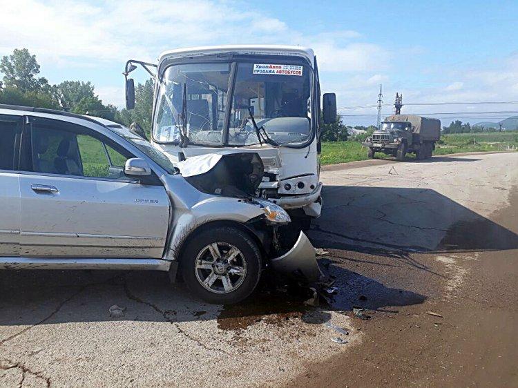 Photo of В Башкирии столкнулись автобус и внедорожник, есть пострадавшие