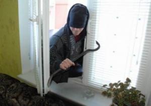 Photo of Безработный житель Стерлитамака украл бензопилу из частного дома в Ишимбае