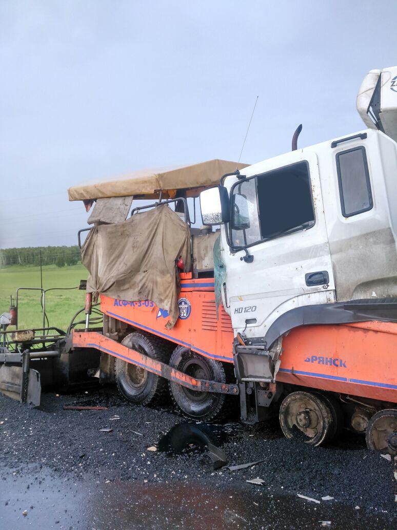Photo of В Башкирии грузовик врезался в асфальтоукладчик, оба водителя погибли