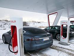Photo of Tesla и новые станции Supercharger на солнечных панелях