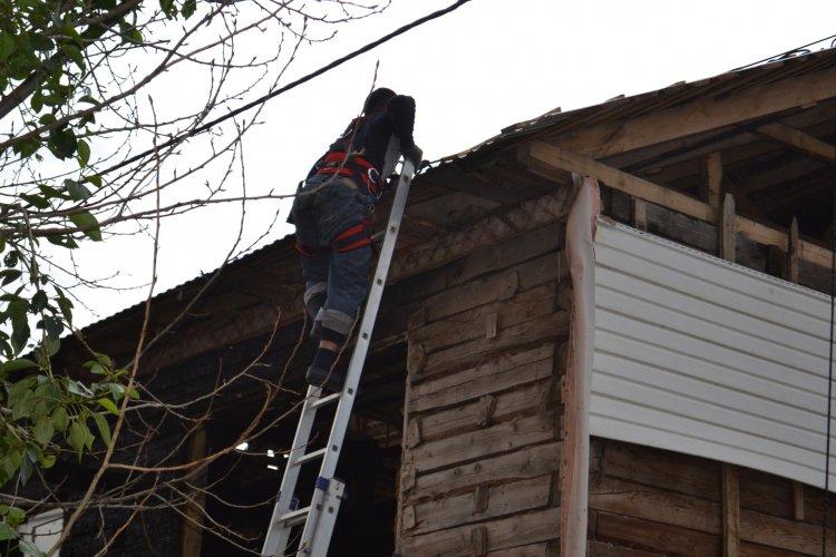 Photo of Уфимские спасатели сняли с крыши двух рабочих
