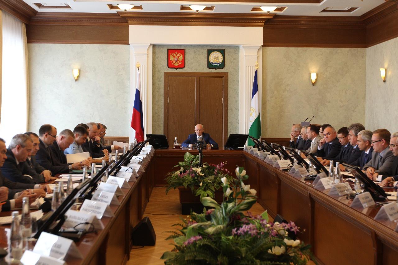 Photo of Рустэм Хамитов провёл совещание по защите прав обманутых дольщиков