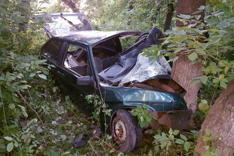 Photo of В Башкирии  ВАЗ-2108 врезался в дерево: пострадали 6 молодых людей