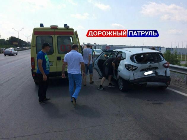 Photo of В Уфе по дороге в аэропорт столкнулись три машины