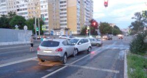 В Уфе из за сломанного светофора произошла массовая авария, есть пострадавшие