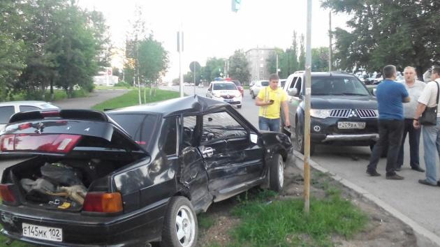 Photo of В Уфе водитель разбил голову о лобовое стекло после столкновения с джипом