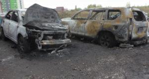В сети появились фотографии трех сгоревших автомобилей в Стерлитамаке
