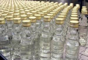 Photo of В Башкирии двое уголовников похитили у пенсионерки 6 бутылок водки