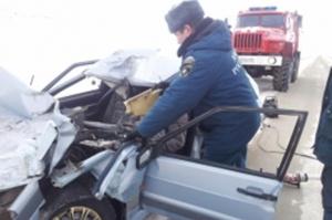 Photo of В Башкирии спасателям пришлось вызволять пострадавших из раскореженного автомобиля