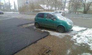 Photo of У природы нет плохой погоды: в Башкирии продолжают класть асфальт в дождь и снег