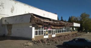 Фото: в Стерлитамаке обнесли забором здание бывшего кинотеатра Искра