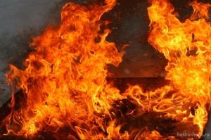 Photo of В Башкирии ночью сгорел бревенчатый дом. Есть пострадавший