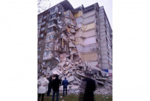 Photo of В Ижевске из-за взрыва газа обрушился девятиэтажный дом
