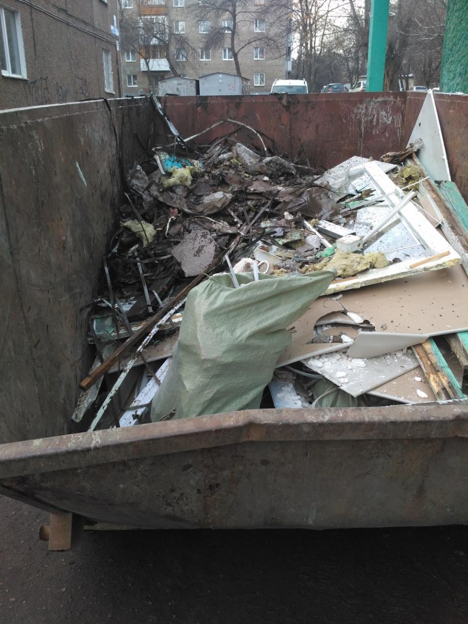 Photo of Уфимцы обнаружили в контейнере для мусора разбитые  ртутные лампы