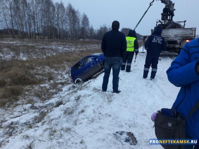 Photo of При выезде из Нефтекамска машина улетела в кювет