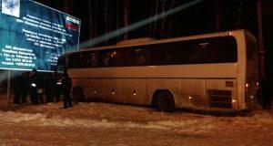 В Башкирии неуправляемый автобус съехал на обочину и сбил человека насмерть