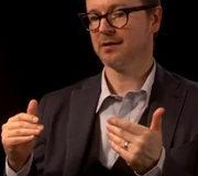 Режиссер сольного фильма о Бэтмене заключил контракт с Netflix