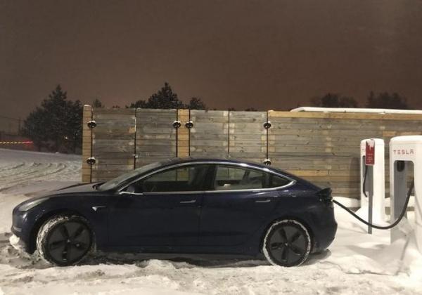 """Tesla Model 3 установил рекорд """"Пушечного ядра"""""""