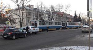 В Уфе автоавария парализовала движение трамваев