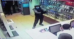 В Уфе полицейские задержали подозреваемых в разбойном нападении на салон сотовой связи