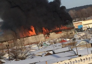 Photo of Крупный пожар произошел на складе пиломатериалов в Башкирии