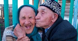 Пожилые люди из Башкирии, ставшие звездами Инета, отметили 70 летие совместной жизни