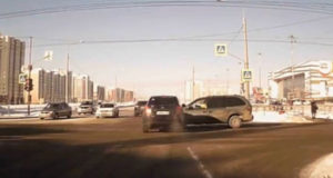 Момент ДТП около ТЦ Сити Молл в Стерлитамаке попал на камеру видеорегистратора