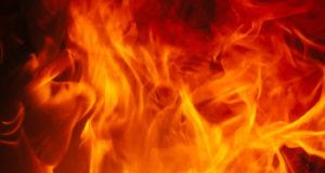 Обитатель Башкирии облил бензином и спалил свою квартиру с гостями